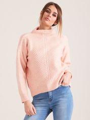 Jasnoróżowy dzianinowy sweter damski