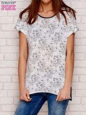 Jasnoszary t-shirt w kwiaty