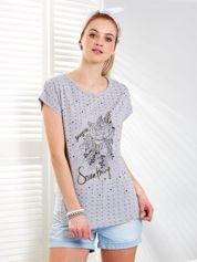 Jasnoszary t-shirt z geometrycznym printem