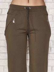 Khaki spodnie dresowe capri z kieszonką
