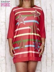 Koralowa sukienka dresowa z nadrukiem gwiazd PLUS SIZE