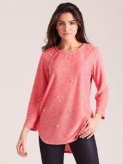Koralowy sweter z perełkami