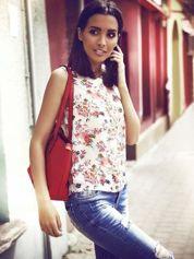 Kremowa bluzka koszulowa w róże