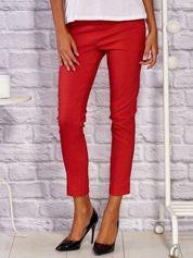 Materiałowe spodnie w drobny gwiazdkowy wzór czerwone