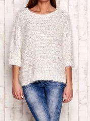 Melanżowy włochaty sweter z podwijanymi rękawami