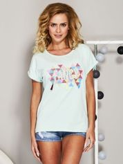 Miętowy t-shirt z koralikową aplikacją