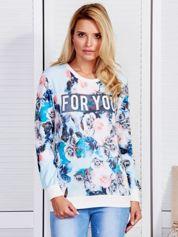 Niebieska bluza w róże z napisem
