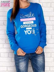 Niebieska bluza z napisem SMILE HAPPINESS LOOKS GORGEOUS ON YOU