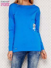 Niebieska bluzka z koralikową aplikacją