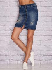 Niebieska jeansowa spódnica z przetarciami