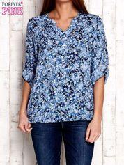 Niebieska koszula z kwiatowym nadrukiem