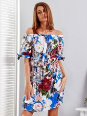 Niebieska sukienka hiszpanka w kwiatowe desenie