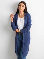 Niebieski długi sweter z dzianiny