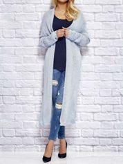 Niebieski długi wełniany sweter