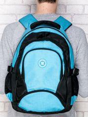 Niebieski plecak szkolny z naszywką