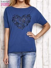 Niebieski t-shirt z aplikacją serca z kryształkami
