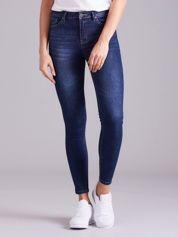Niebieskie denimowe spodnie rurki