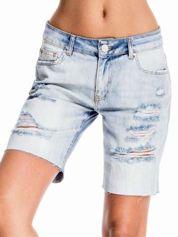 Niebieskie jeansowe szorty a'la bermudy