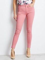 Różowe spodnie Meaning