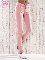 Różowe spodnie skinny jeans z wyższym stanem