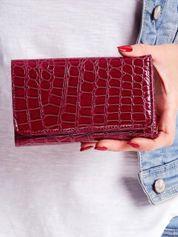 Śliwkowy portfel z tłoczonym motywem zwierzęcym