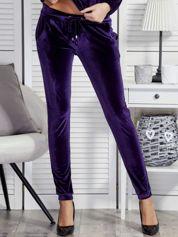 Spodnie dresowe welurowe z troczkami fioletowe