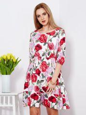 Sukienka biała z marszczeniem z malarskim kwiatowym deseniem