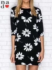 Sukienka dresowa w duże kwiaty z kieszeniami czarna