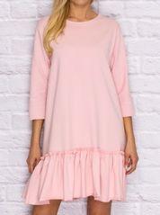 Sukienka dresowa z falbaną jasnoróżowa
