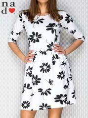 Sukienka w kwiaty biała