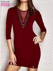 Sukienka z aplikacją i siatkowymi wstawkami bordowa