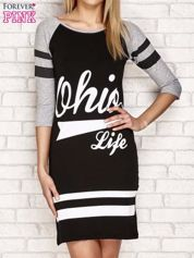 Sukienka z napisem OHIO LIFE i paskami jasnoszara