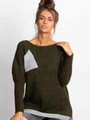 Sweter ze srebrną kieszenią khaki