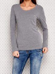 Szara bluzka ze sznurowaniem na ramionach