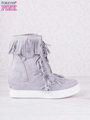 Szare zamszowe botki sneakersy na ukrytym koturnie z frędzlami