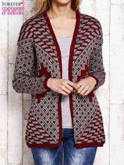 Szaro-czerwony sweter w etnicznym stylu