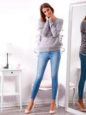 Szary sweter z falbankami