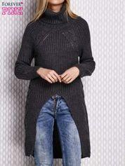 Szary sweter z wyszywanym napisem