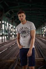 Szary t-shirt męski z czarnym logiem