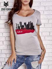 Szary t-shirt z nadrukiem miasta