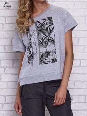 Szary t-shirt z palmowym nadrukiem