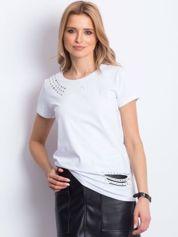 T-shirt biały z aplikacją i rozcięciami