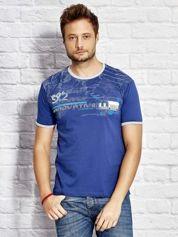 T-shirt męski z tekstowym nadrukiem ciemnoniebieski