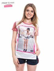 Pepper&Mint  T-shirt z nadrukiem modelki i dłuższym tyłem