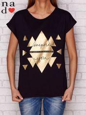 T-shirt ze złotym nadrukiem i napisem INSPIRE YOU czarny