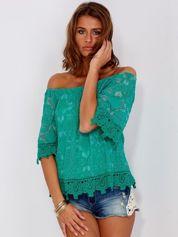 Zielona koronkowa bluzka z hiszpańskim dekoltem