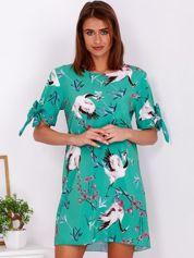Zielona kwiatowa sukienka o luźnym kroju