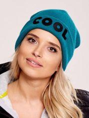 Zielona wywijana czapka z napisem COOL