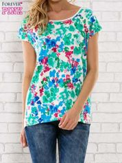 Zielony t-shirt z kwiatowym wzorem