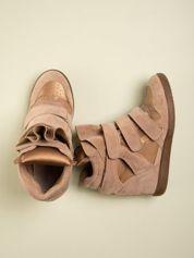 Złote zamszowe sneakersy na  rzepy z wstawkami